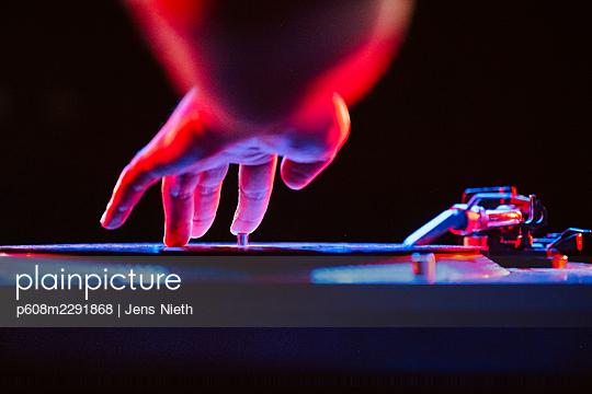 DJ scratcht - p608m2291868 von Jens Nieth