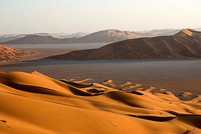 Middle East, Oman.  Sand dunes of  The Empty Quarter or Ar Rub al Khali. - p652m1576202 by John Warburton-Lee