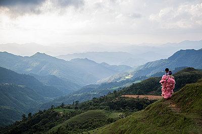 Pre-wedding photo shooting in Mau Son, Vietnam, Southeast Asia - p934m1177115 by Mathieu Arnaudet