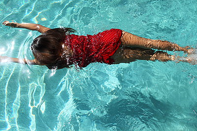 Woman by the pool - p045m908502 by Jasmin Sander