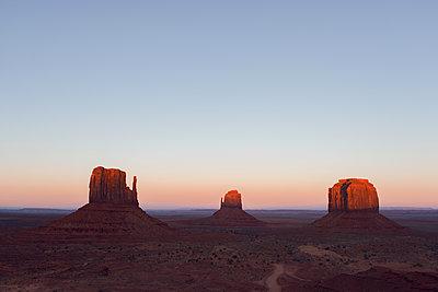 Monument Valley - p1507m2028433 von Emma Grann