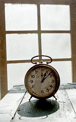 Alter Wecker - p451m1119104 von Anja Weber-Decker