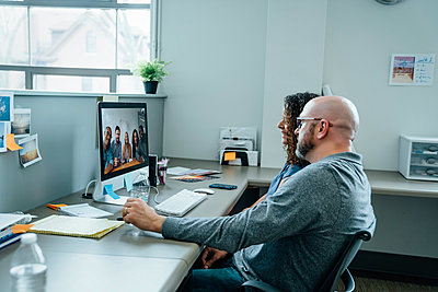 Business people on video conference - p555m1503930 by FS Productions