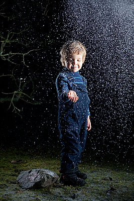 Snow - p784m902779 by Henriette Hermann