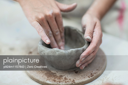 Hands of female potter shaping clay pot in workshop - p924m1157843 by Zero Creatives