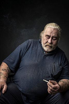 Portrait of an elderly man - p403m933319 by Helge Sauber