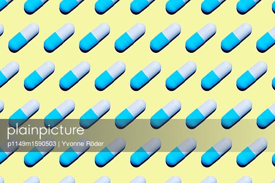 Pills - p1149m1590503 by Yvonne Röder