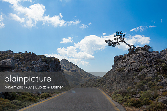 Karge Landschaft - p454m2037707 von Lubitz + Dorner