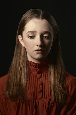 Portrait of teenage girl with long hair - p1540m2271347 by Marie Tercafs