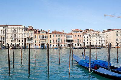 Two gondolas in front of Santa Maria della Salute church - p1558m2132829 by Luca Casonato