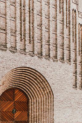Brick facade of Grundtvigs Church, Copenhagen, Denmark - p301m2213633 by Toby Mitchell