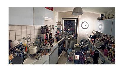 Unordentliche Küche - p318m1170294 von Christoph Eberle
