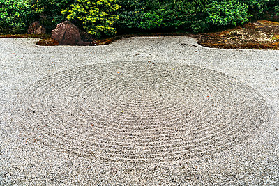 Japan, Kyoto, Japanese rock garden - p300m2206668 by klublu