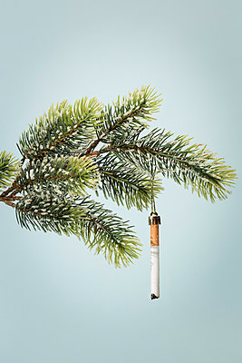Cigarette as Christmas tree decorations - p943m1333082 by Do-It-Studios