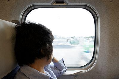 Frau im Shinkansen - p265m911982 von Oote Boe