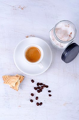 Espresso with coffee beans and sugar - p300m838603f by Doris.H