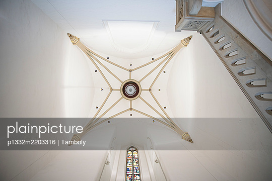 Germany, Hamburg, View of the ceiling of St Peters church tower  - p1332m2203316 by Tamboly