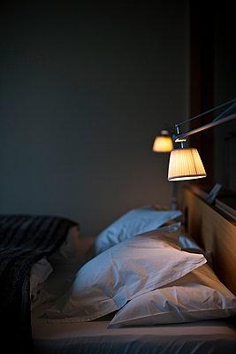 Schlafzimmer  - p979m1036124 von Andreas Pufal