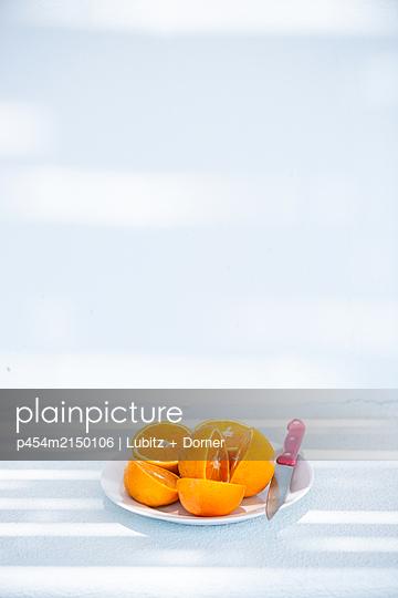 Fresh oranges - p454m2150106 by Lubitz + Dorner