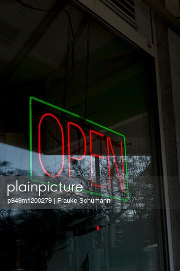 Open - p949m1200279 von Frauke Schumann
