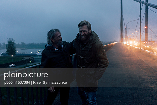 Father and son meeting on bridge, discussing business - p300m1537384 by Kniel Synnatzschke