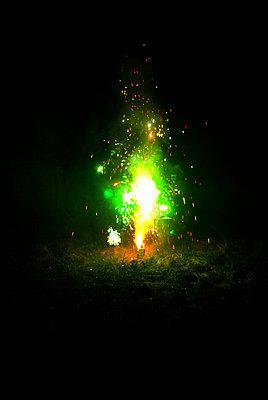 Yellow fireworks - p1089m881779 by Frank Swertz