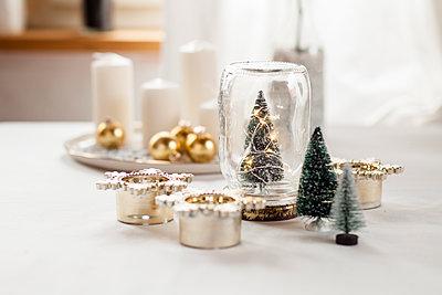 Christmas decoration on table - p300m1549518 by Susan Brooks-Dammann