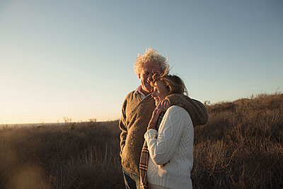Older Caucasian couple hugging outdoors - p555m1304723 by Kyle Monk