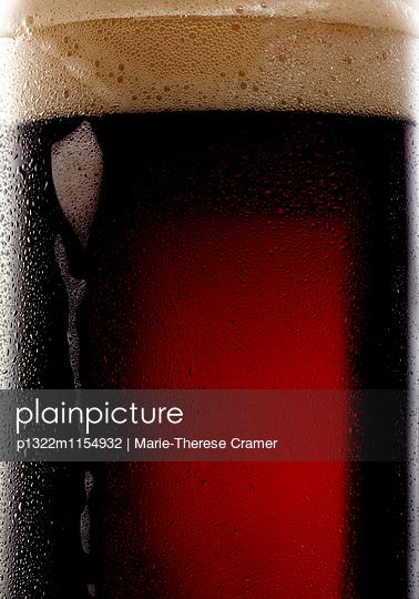 Nahaufnahme von dunklem Bier - p1322m1154932 von Marie-Therese Cramer
