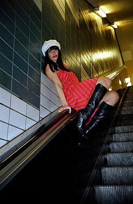 Rolltreppe fahren - p0450097 von Jasmin Sander