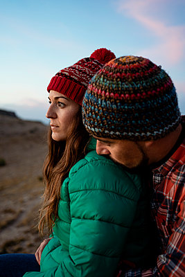Affectionate couple on mountain during sunset - p300m2241657 by Rafa Cortés