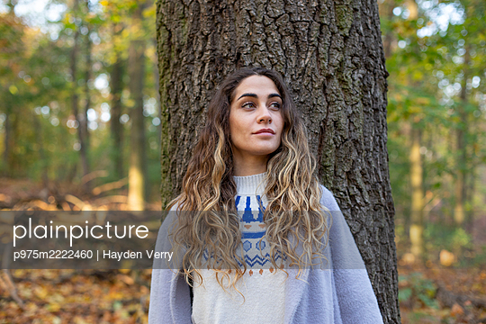 Portrait of young woman in the forest - p975m2222460 by Hayden Verry