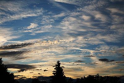 Wolkentanz - p1038m1088359 von BlueHouseProject