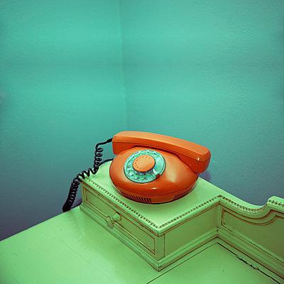 Oranges Telefon - p230m889886 von Peter Franck
