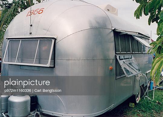 Alter Wohnwagen - p972m1160336 von Carl Bengtsson