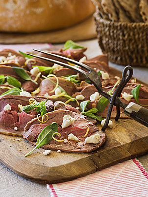 Lamb with feta cheese and sage - p312m798761 by Matilda Lindeblad