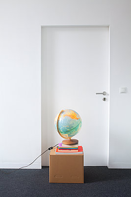 Vor der Tür - p454m1223204 von Lubitz + Dorner