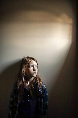 Girl, portrait - p1019m2134673 by Stephen Carroll