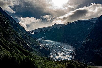 Gletscher in einer Bergkette in Kanada - p1455m2193331 von Ingmar Wein