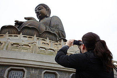 Woman taking photograph of tian tan buddha, hong kong, china - p924m699213f by Ryan Benyi Photography