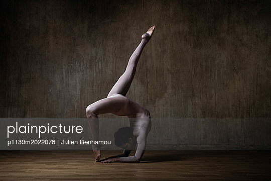 Flexibility - p1139m2022078 by Julien Benhamou