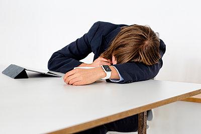 Falling asleep - p1212m1071394 by harry + lidy