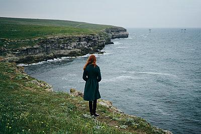 Caucasian woman standing near ocean - p555m1504225 by Dmitry Ageev