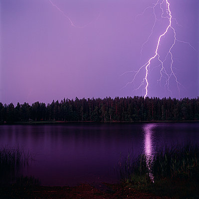 Lightning flickering in sky - p5751224f by Sven Halling