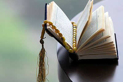 An open Holy Quran and Muslim prayer beads, Ho Chi Minh City, Vietnam, Indochina, Southeast Asia, Asia - p871m2152446 by Godong
