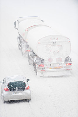 Traffic on snowy highway - p1418m1571707 by Jan Håkan Dahlström