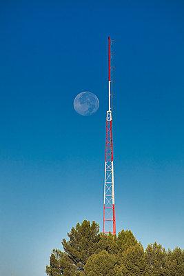 moon  - p1553m2141595 by matthieu grospiron