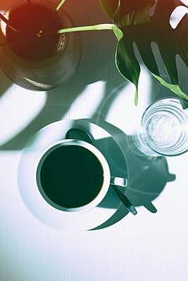 Drinking coffee - p1149m1144554 by Yvonne Röder