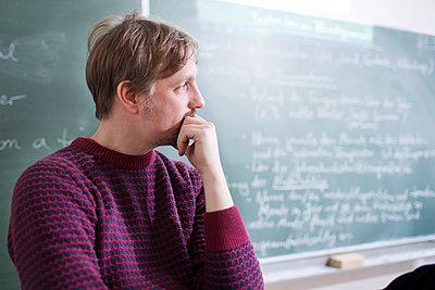 Lehrer Nachdenklich - p1222m1031196 von Jérome Gerull