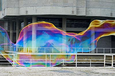 Seifenblase riesig - p1312m1223667 von Axel Killian